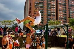 Medellín sin pantalones Bajo Asfalto